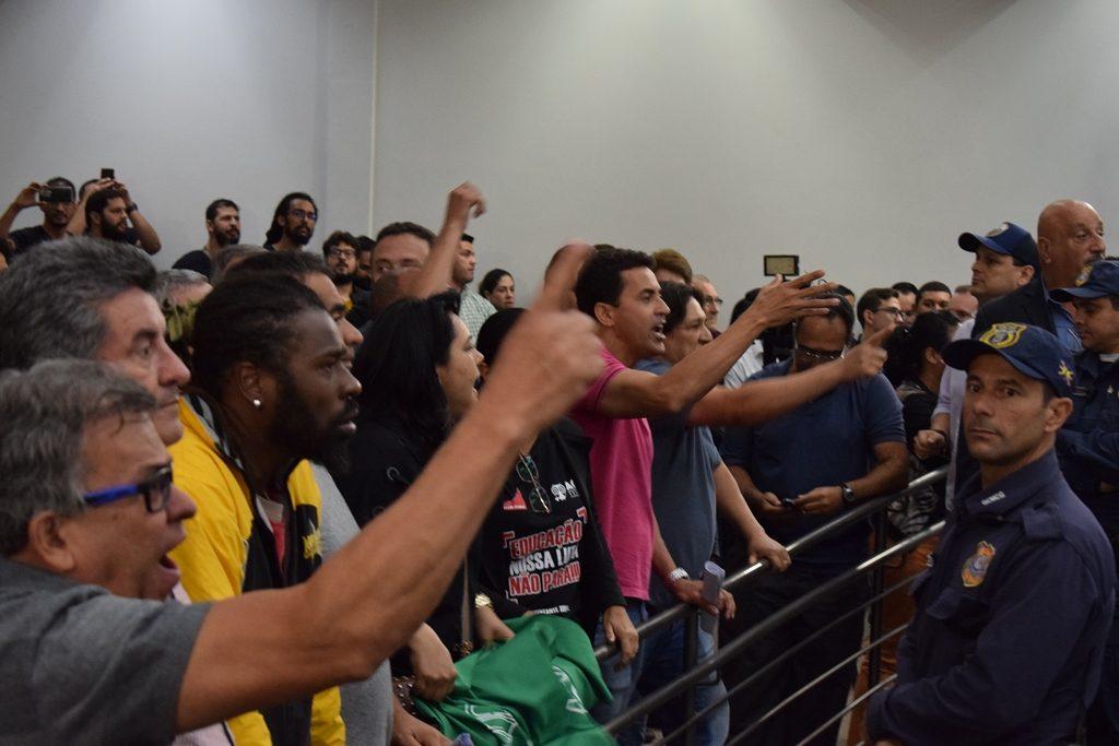 Mais um golpe: Prefeitura e Câmara aprovam Projeto de Lei que aumenta alíquota da Previdência Municipal de 11% para 14%